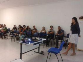 1º Ciência no Cras reúne servidores Rozana Fonseca